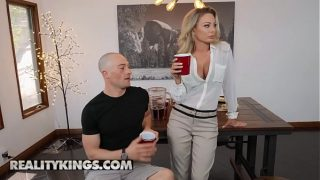 (Isabella Deltore) – MILF Hunted – Reality Kings